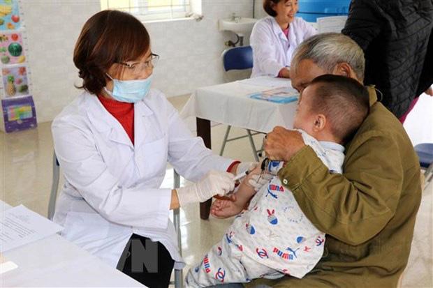 Hà Nội dự kiến cho học sinh đi học trở lại vào đầu tháng 5; Giám đốc Bệnh viện Phổi TW: Vắcxin lao không có khả năng chặn COVID-19 - Ảnh 2.