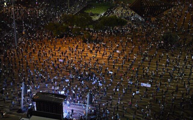 Cuộc biểu tình độc nhất vô nhị ở Israel: Tập trung hàng ngàn người nhưng vẫn không quên giãn cách xã hội - Ảnh 4.