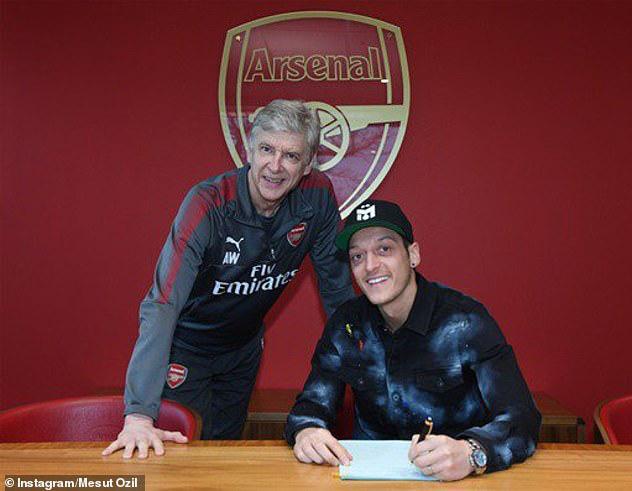 Cả đội Arsenal đồng ý giảm lương vì Covid-19, nhưng Ozil từ chối vì lý do đặc biệt - Ảnh 1.