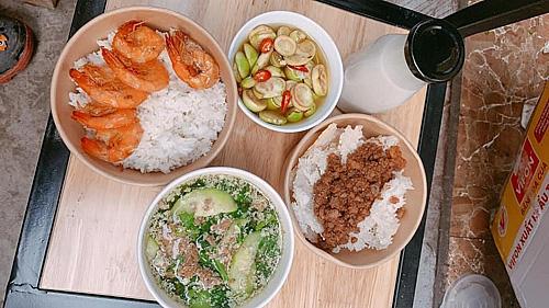 Những bữa cơm ấm áp của người phụ nữ dành cho các bác sĩ - Ảnh 3.