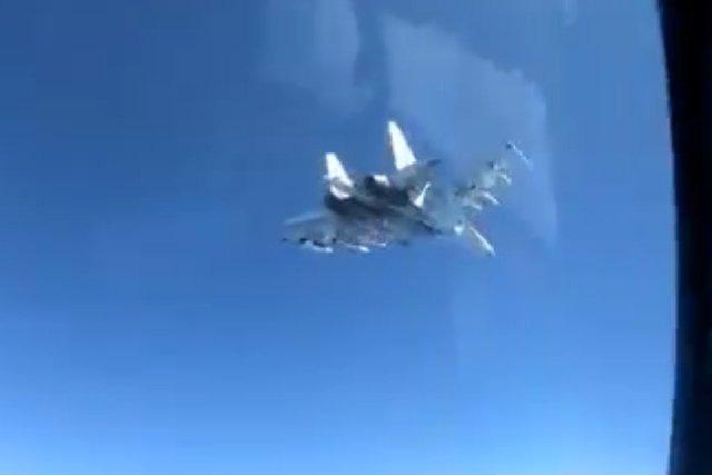 Su-35 đã chặn đứng máy bay Mỹ tiếp cận căn cứ Khmeimim ở Syria: Đừng đùa với Gấu Nga! - Ảnh 1.