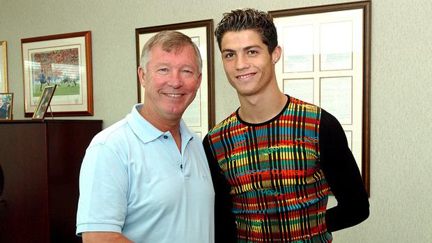 Ronaldo và những ngày không thể nào quên ở MU (kỳ 1): Cậu nhóc lơ đễnh tay không đến Manchester cùng màn ra mắt với bộ đồ dị hợm - Ảnh 3.