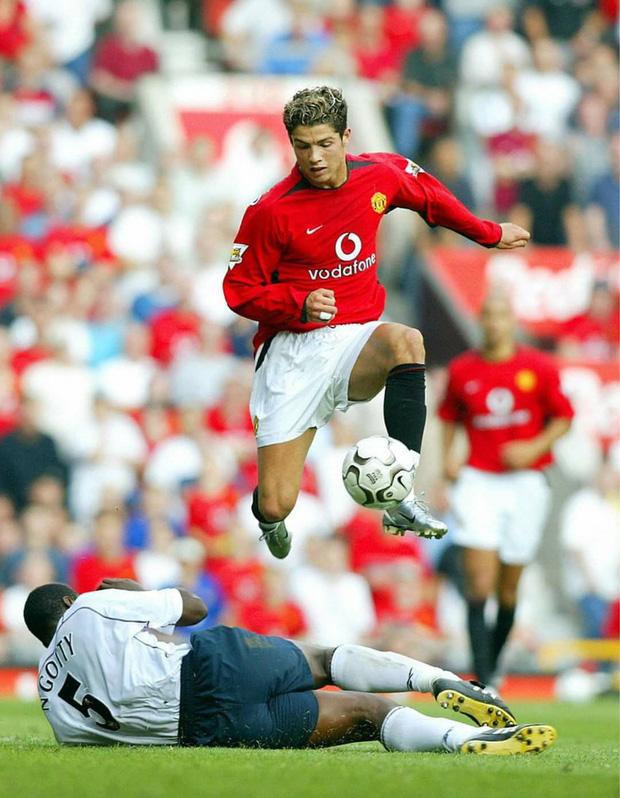 """Ronaldo và những ngày không quên ở MU (kỳ 2): """"Chàng hoàng tử"""" luôn ngắm mình trước gương và tự hỏi thế gian này ai đẹp bằng ta - Ảnh 2."""