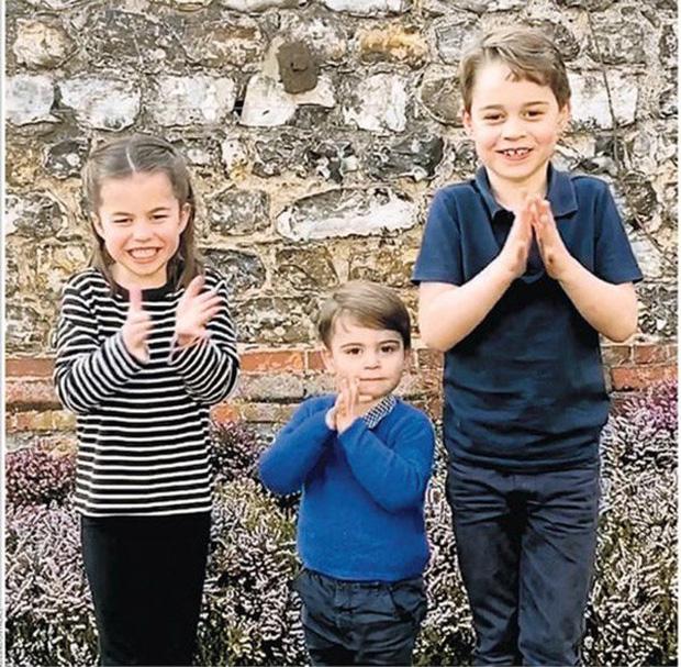 Hôm nay Hoàng tử Louis tròn 2 tuổi, Công nương Kate thực hiện bộ ảnh đặc biệt chưa từng thấy dành cho con trai út khiến người hâm mộ thích thú - Ảnh 7.
