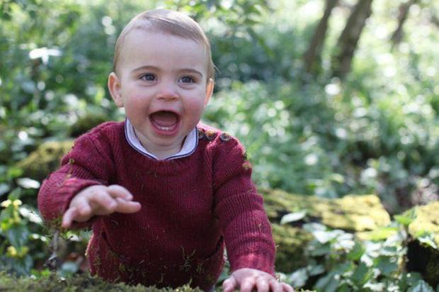 Hôm nay Hoàng tử Louis tròn 2 tuổi, Công nương Kate thực hiện bộ ảnh đặc biệt chưa từng thấy dành cho con trai út khiến người hâm mộ thích thú - Ảnh 10.