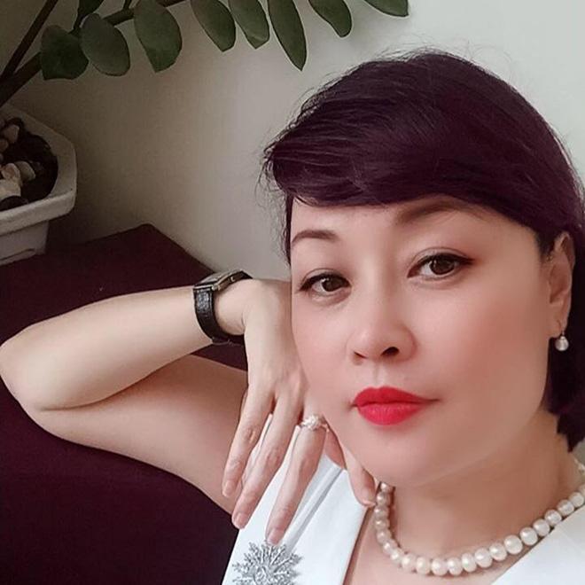 Chị gái ruột từng lọt Top 10 Hoa hậu Việt Nam của danh hài Vân Dung giờ ra sao? - Ảnh 3.