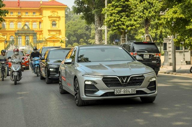 VinFast bứt tốc: Gần 2.000 xe Lux, hơn 3.000 xe Fadil tới tay người Việt trong 3 tháng đầu 2020 - Ảnh 1.