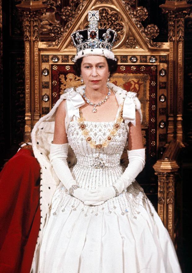 Cuộc đời Nữ hoàng Elizabeth II qua ảnh: Vị nữ vương ngồi trên ngai vàng lâu nhất trong lịch sử các vương triều của nước Anh - Ảnh 11.