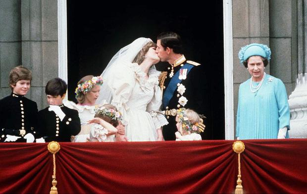 Cuộc đời Nữ hoàng Elizabeth II qua ảnh: Vị nữ vương ngồi trên ngai vàng lâu nhất trong lịch sử các vương triều của nước Anh - Ảnh 16.