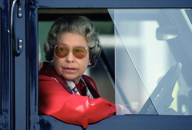 Cuộc đời Nữ hoàng Elizabeth II qua ảnh: Vị nữ vương ngồi trên ngai vàng lâu nhất trong lịch sử các vương triều của nước Anh - Ảnh 18.