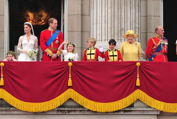 Cuộc đời Nữ hoàng Elizabeth II qua ảnh: Vị nữ vương ngồi trên ngai vàng lâu nhất trong lịch sử các vương triều của nước Anh - Ảnh 21.