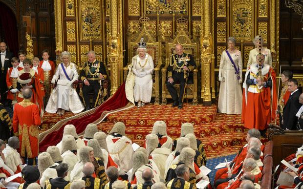 Cuộc đời Nữ hoàng Elizabeth II qua ảnh: Vị nữ vương ngồi trên ngai vàng lâu nhất trong lịch sử các vương triều của nước Anh - Ảnh 23.