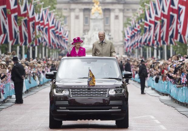 Cuộc đời Nữ hoàng Elizabeth II qua ảnh: Vị nữ vương ngồi trên ngai vàng lâu nhất trong lịch sử các vương triều của nước Anh - Ảnh 25.
