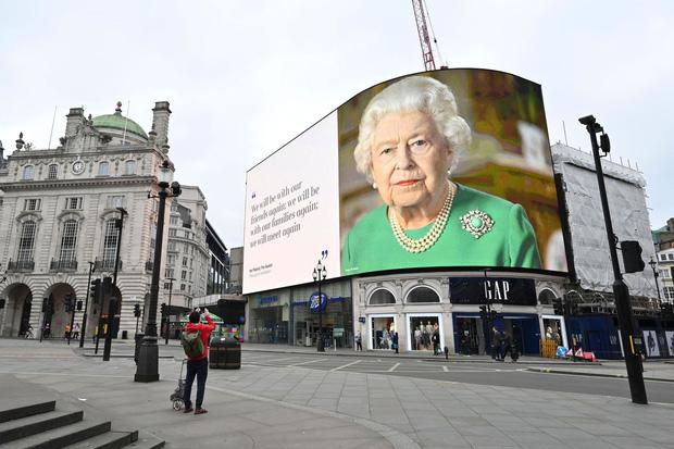 Cuộc đời Nữ hoàng Elizabeth II qua ảnh: Vị nữ vương ngồi trên ngai vàng lâu nhất trong lịch sử các vương triều của nước Anh - Ảnh 30.