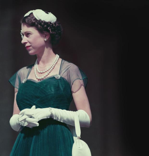 Cuộc đời Nữ hoàng Elizabeth II qua ảnh: Vị nữ vương ngồi trên ngai vàng lâu nhất trong lịch sử các vương triều của nước Anh - Ảnh 9.