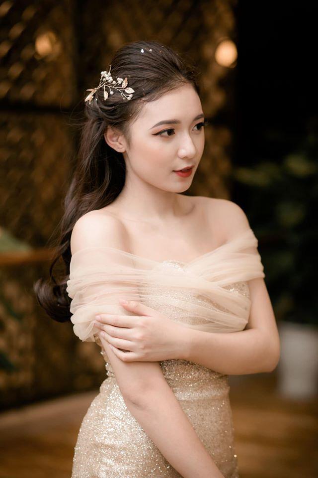 Hình ảnh ngoài đời dễ thương của nữ MC trẻ tuổi nhất VTV, chỉ cao 1m50 nhưng vẫn xinh xắn không thua hoa hậu - Ảnh 16.