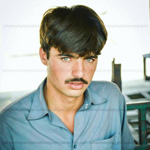 Vô tình lọt vào ống kính người lạ 4 năm trước, anh chàng đẹp trai bán trà không ngờ số phận của mình sẽ thay đổi hoàn toàn - Ảnh 4.