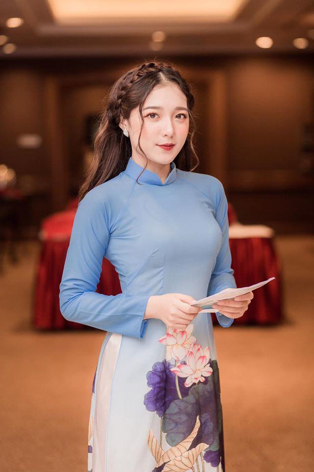 Hình ảnh ngoài đời dễ thương của nữ MC trẻ tuổi nhất VTV, chỉ cao 1m50 nhưng vẫn xinh xắn không thua hoa hậu - Ảnh 4.