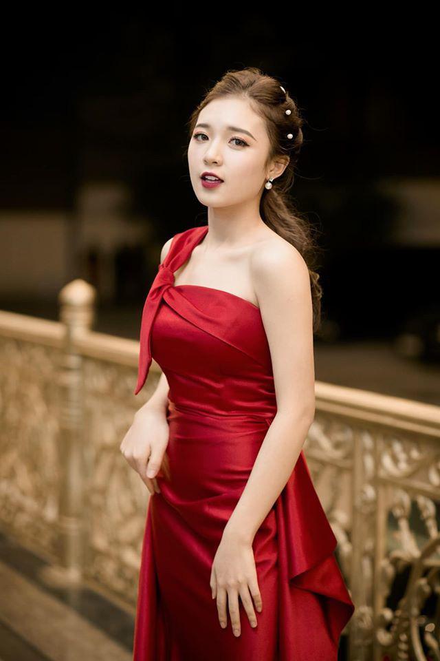 Hình ảnh ngoài đời dễ thương của nữ MC trẻ tuổi nhất VTV, chỉ cao 1m50 nhưng vẫn xinh xắn không thua hoa hậu - Ảnh 5.