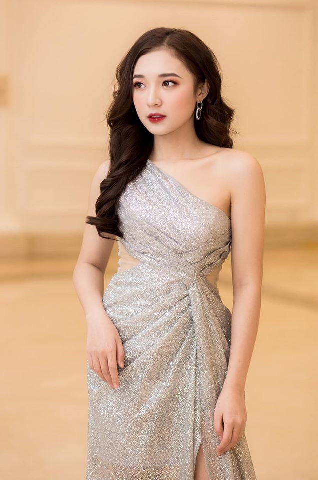 Hình ảnh ngoài đời dễ thương của nữ MC trẻ tuổi nhất VTV, chỉ cao 1m50 nhưng vẫn xinh xắn không thua hoa hậu - Ảnh 7.
