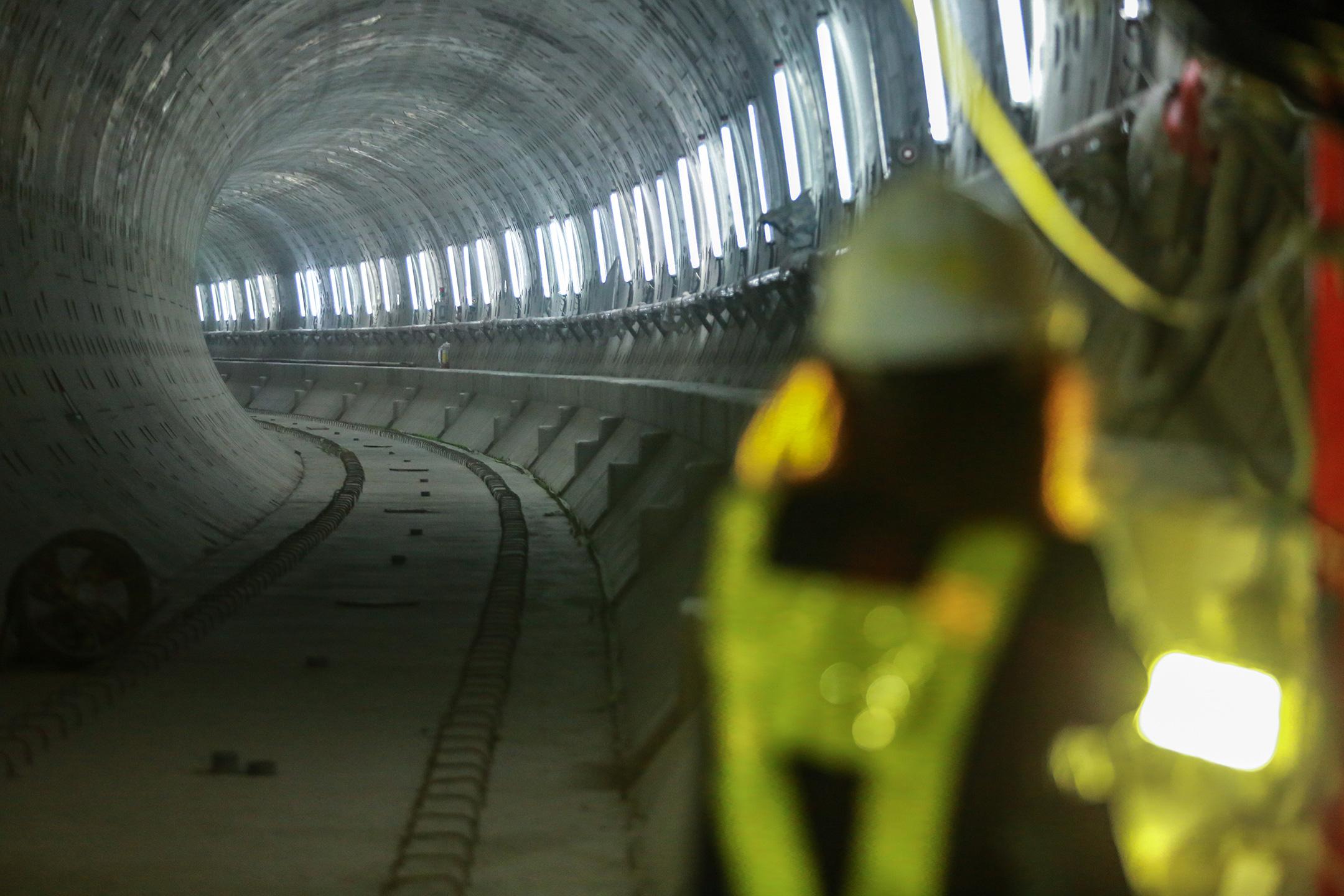 Ga ngầm 4 tầng đầu tiên của Metro TP.HCM sắp hoàn thiện, nằm sát bên Nhà hát thành phố - Ảnh 18.