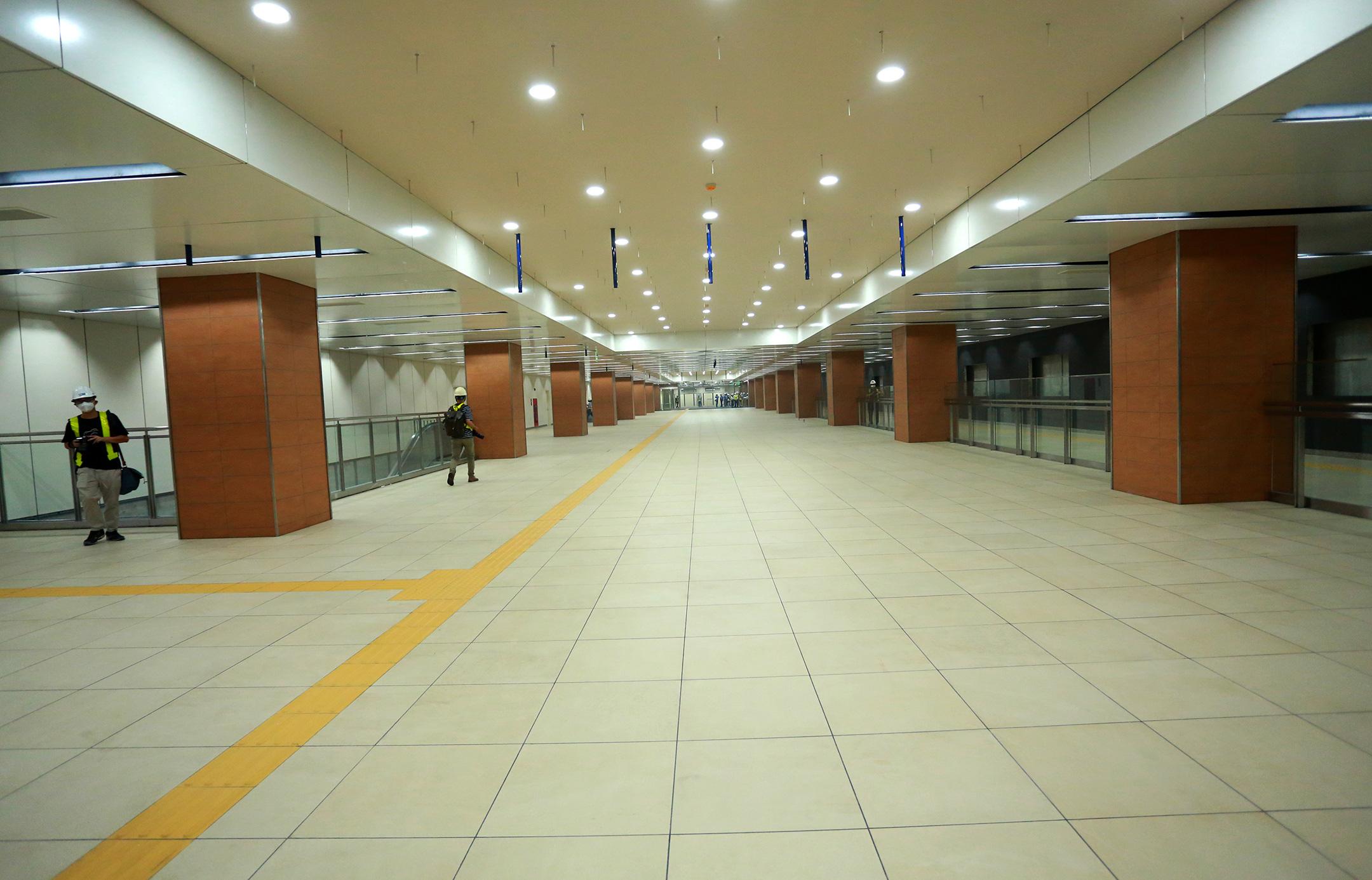 Ga ngầm 4 tầng đầu tiên của Metro TP.HCM sắp hoàn thiện, nằm sát bên Nhà hát thành phố - Ảnh 10.
