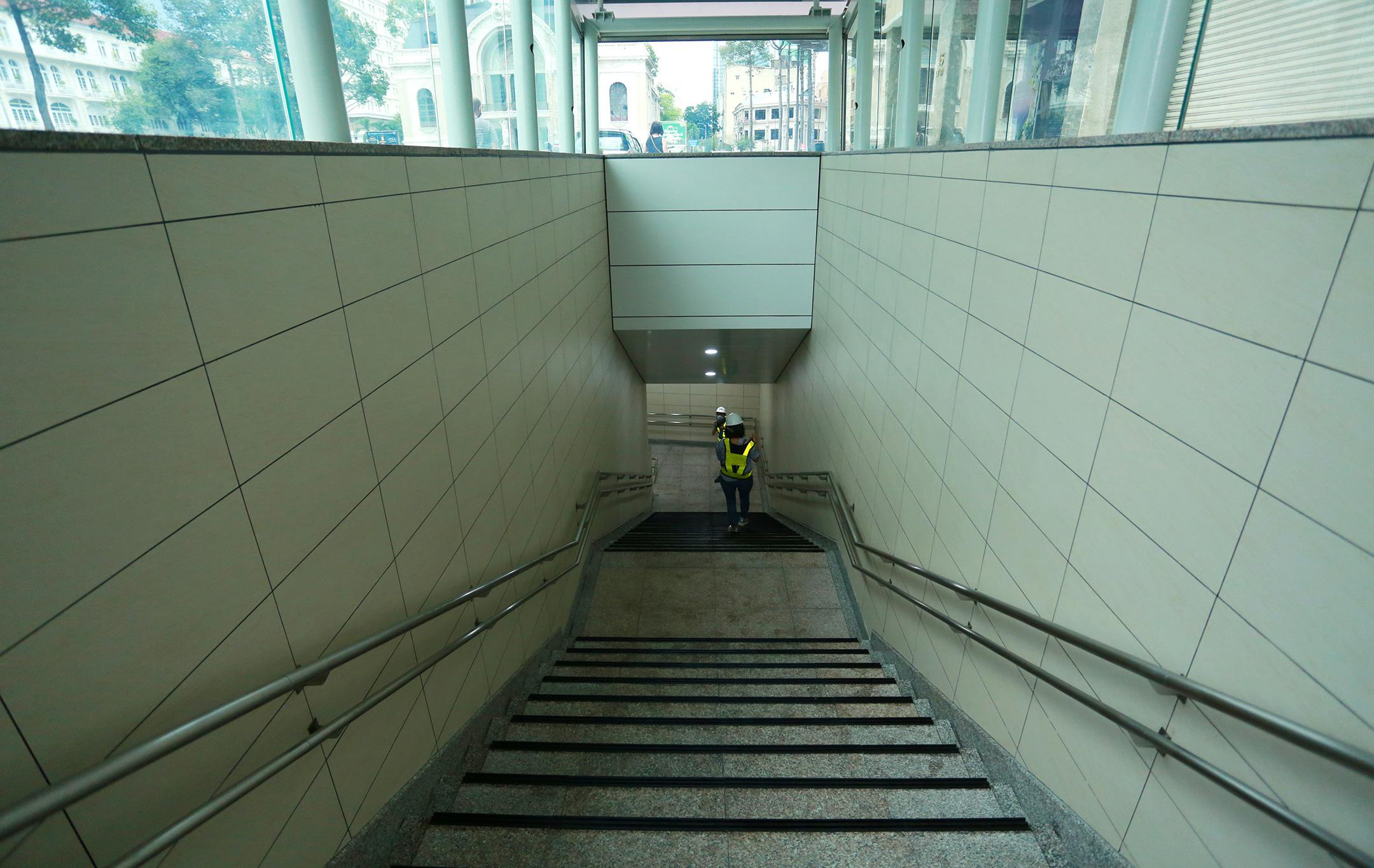 Ga ngầm 4 tầng đầu tiên của Metro TP.HCM sắp hoàn thiện, nằm sát bên Nhà hát thành phố - Ảnh 9.
