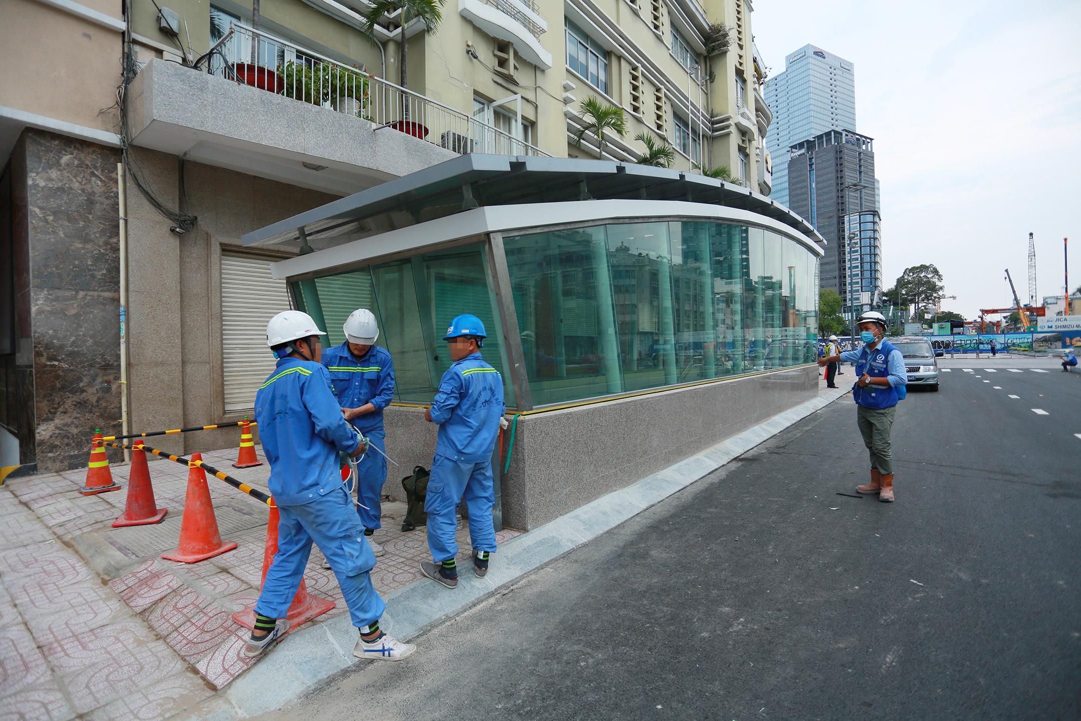 Ga ngầm 4 tầng đầu tiên của Metro TP.HCM sắp hoàn thiện, nằm sát bên Nhà hát thành phố - Ảnh 2.