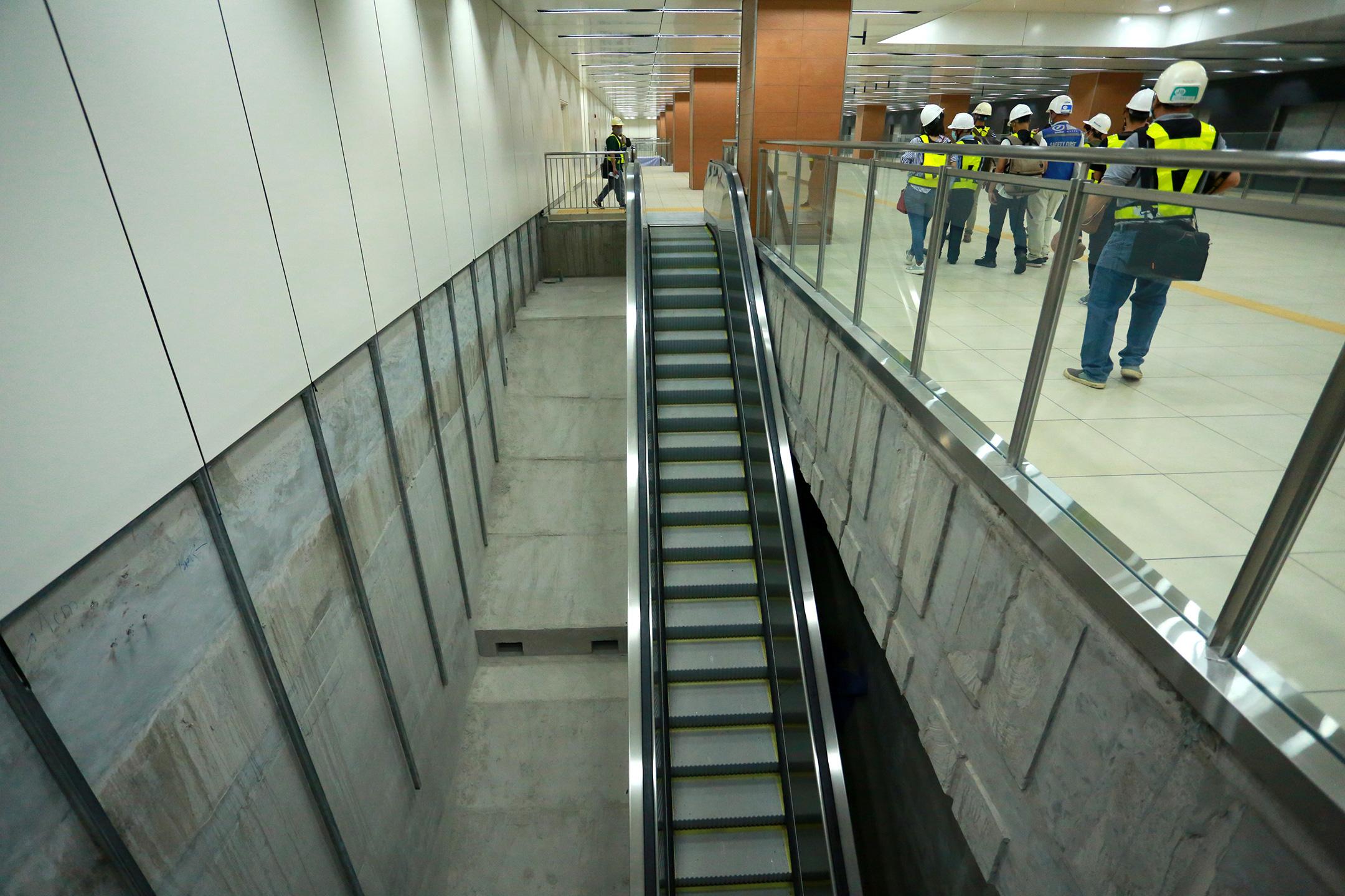 Ga ngầm 4 tầng đầu tiên của Metro TP.HCM sắp hoàn thiện, nằm sát bên Nhà hát thành phố - Ảnh 13.