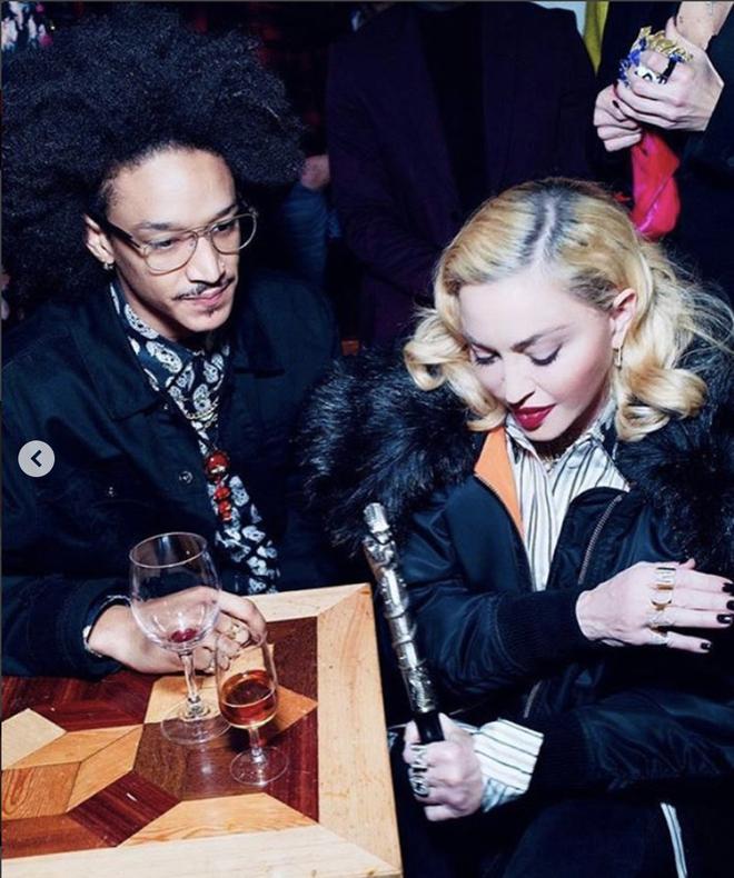 Nhan sắc Madonna ở tuổi 62 và chuyện tình với phi công kém 36 tuổi - Ảnh 4.
