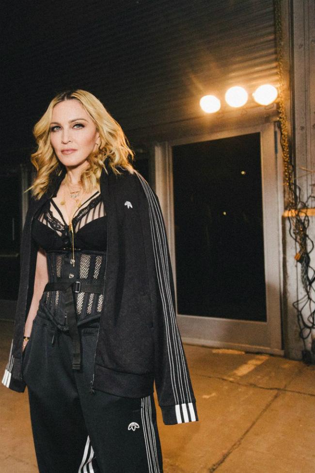 Nhan sắc Madonna ở tuổi 62 và chuyện tình với phi công kém 36 tuổi - Ảnh 11.