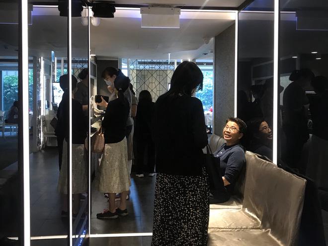 """Đi ăn nhưng vẫn không quên phòng dịch: Quán xá khắp châu Á tung ra một loạt """"chiêu thức"""" khó đỡ, hạn chế cho khách tiếp xúc với nhau - Ảnh 13."""