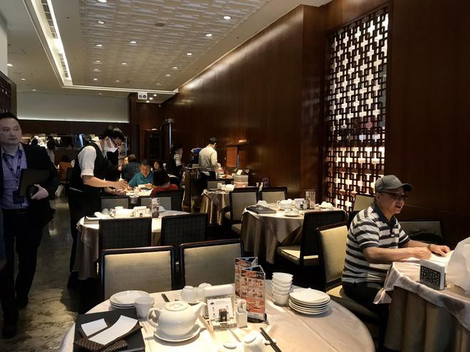 """Đi ăn nhưng vẫn không quên phòng dịch: Quán xá khắp châu Á tung ra một loạt """"chiêu thức"""" khó đỡ, hạn chế cho khách tiếp xúc với nhau - Ảnh 14."""
