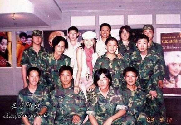 Bức ảnh năm 22 tuổi chưa từng được công bố của Phạm Băng Băng bất ngờ gây bão dư luận, nhan sắc thật sự được hé lộ - Ảnh 1.