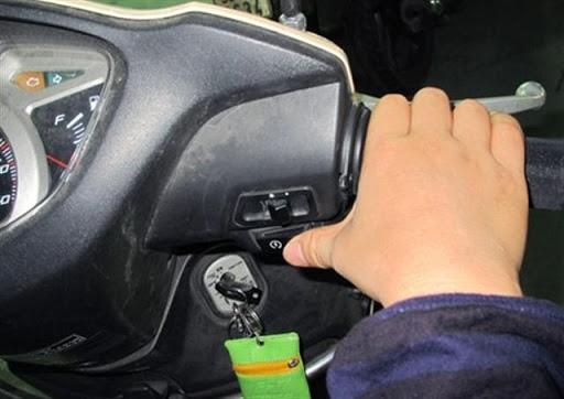 5 thói quen vừa làm hỏng xe, vừa gây nguy hiểm khi điều khiển xe tay ga - Ảnh 6.