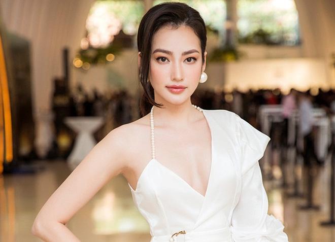 """Hoa hậu Việt từng lọt """"Top 100 gương mặt đẹp nhất thế giới"""" giờ ra sao? - Ảnh 3."""