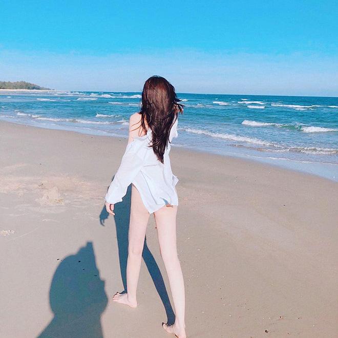 Cao Thái Hà khoe vẻ quyến rũ khi diện bikini gợi cảm - Ảnh 3.