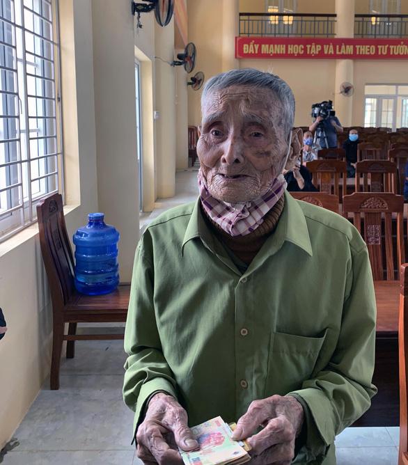 Việt Nam 11 ngày không ghi nhận ca nhiễm mới trong cộng đồng; Bệnh nhân phi công người Anh đã 3 lần âm tính - Ảnh 2.