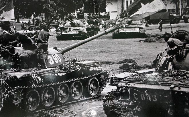 Đại tá Nguyễn Khắc Nguyệt: Giải mật lời đồn lính xe tăng Bắc Việt bị xích vào xe - Ảnh 6.