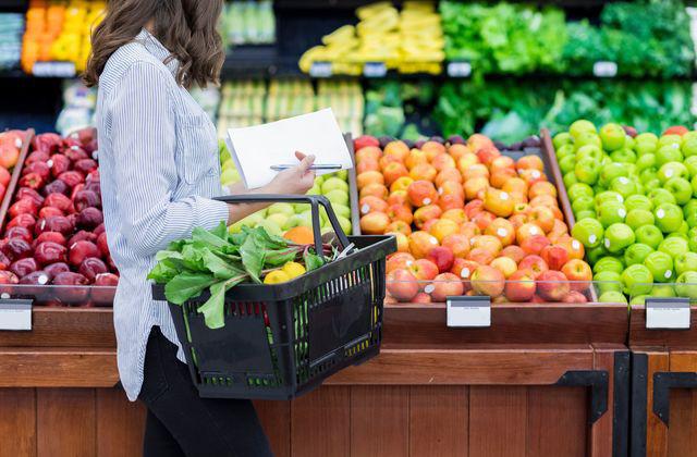 Covid-19 đang giúp các cửa hàng tạp hóa nhỏ tại Mỹ tăng gấp đôi doanh số, người dân thích tìm đến đây thay vì các siêu thị đông đúc - Ảnh 2.