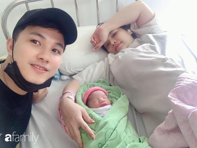 Bức ảnh chào đời ấn tượng của em bé Lào Cai: Mở miệng rộng hết cỡ để khóc làm bác sĩ cũng phải giật mình - Ảnh 3.
