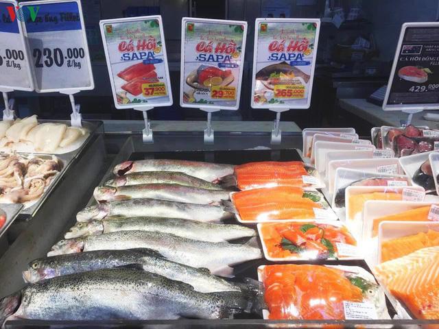 """Vừa nới lỏng cách ly, cá hồi Lào Cai lại tăng giá """"phi mã"""" - Ảnh 1."""