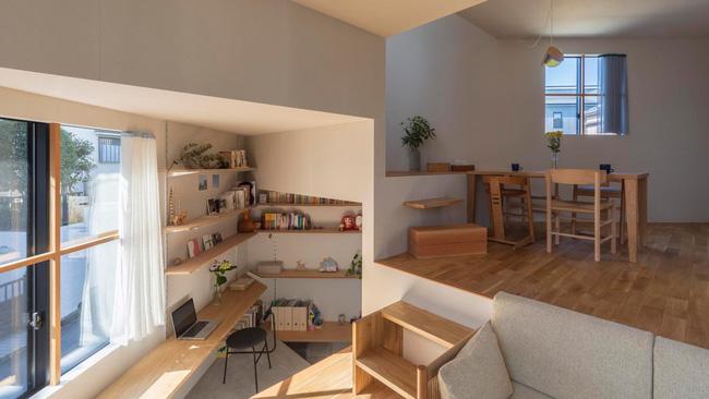 Ngôi nhà nhỏ ở Nhật được thiết kế siêu độc đáo để ăn gian diện tích, giúp nhà rộng hơn nhờ vào các không gian chức năng được chia theo... toán học - Ảnh 1.