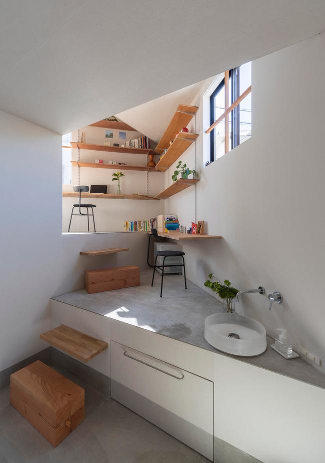 Ngôi nhà nhỏ ở Nhật được thiết kế siêu độc đáo để ăn gian diện tích, giúp nhà rộng hơn nhờ vào các không gian chức năng được chia theo... toán học - Ảnh 2.