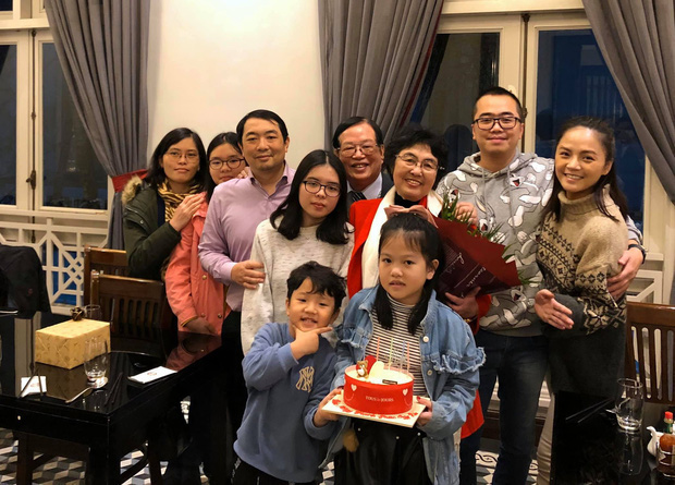 Rộ nghi vấn Thu Quỳnh sắp lên xe hoa vì chi tiết đặc biệt trong ảnh hội ngộ dàn sao Về nhà đi con - Ảnh 5.