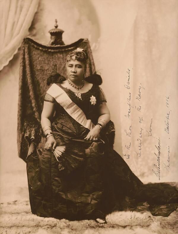 Câu chuyện cuộc đời đầy bi kịch của Nữ hoàng duy nhất của Hawaii: Nỗ lực giành độc lập cho đất nước nhưng cuối đời phải sống trong cô độc - Ảnh 1.
