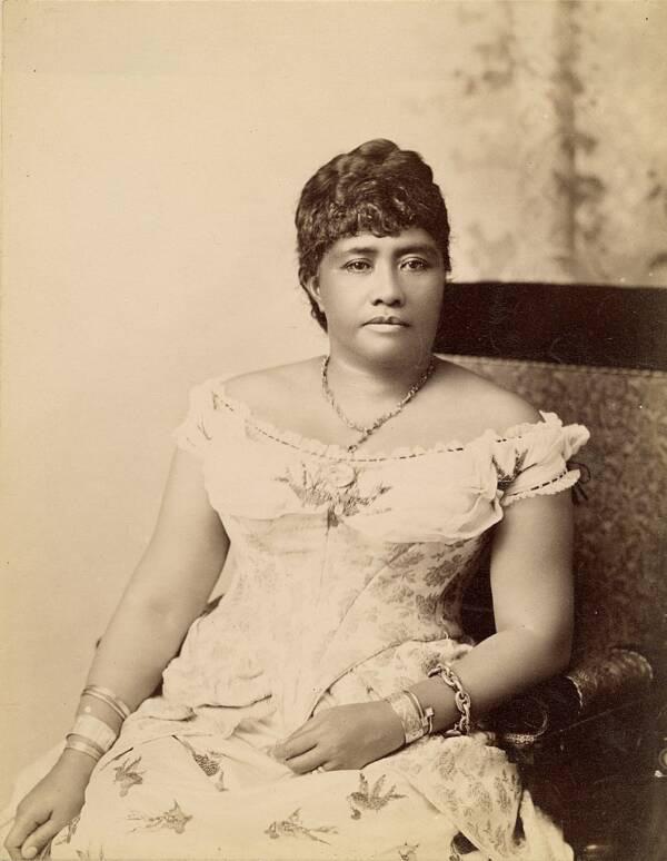 Câu chuyện cuộc đời đầy bi kịch của Nữ hoàng duy nhất của Hawaii: Nỗ lực giành độc lập cho đất nước nhưng cuối đời phải sống trong cô độc - Ảnh 2.