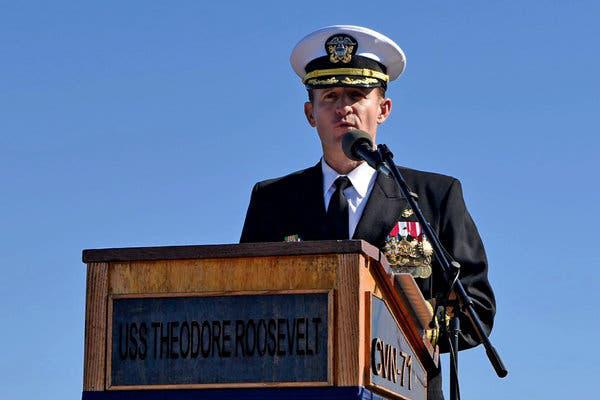 Thủy thủ tàu Roosevelt hô vang Hạm trưởng Crozier!: Chấn động nước Mỹ, chưa từng có - Ảnh 4.