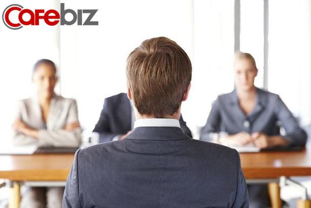 Nhà tuyển dụng hỏi: Bạn 10 năm không gặp kết hôn, bạn có đi không? Câu trả lời EQ cao trúng tuyển ngay lập tức - Ảnh 2.