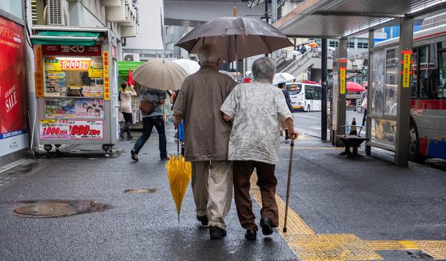 Câu chuyện về những người con quyết giữ thi thể cha mẹ đã khuất ở trong nhà và sự thật đáng sợ đằng sau phản ánh mặt tối của xã hội Nhật Bản - Ảnh 3.